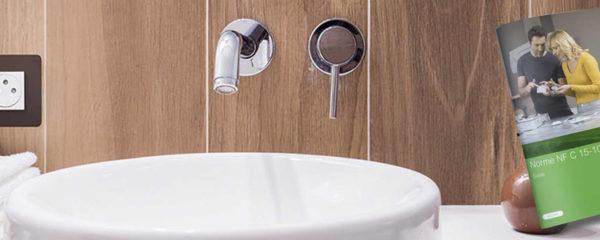 Installation de prise électrique pour la salle de bain